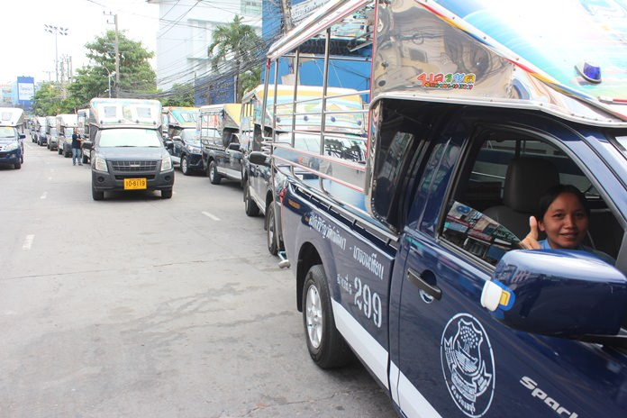 Selected Pattaya baht buses and taxis offered free rides on Oct. 24 to pay tribute to the memory of HM the late King.