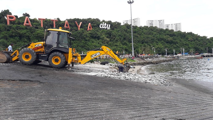 Soldiers demolishes the Bali Hai Pier boat ramp, telling speedboat operators wanting to put their boats in the water in Pattaya to go to Jomtien Beach.