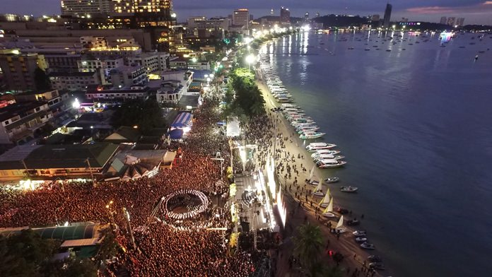 As dusk fell over Pattaya Bay, thousands of people gather along Beach and Central Roads for the Memorial Ceremony.