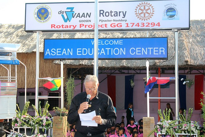 Aad Scholtes who is a member of Rotary Pijnacker-Nootdorp and RCES delivers a message from the President of Rotary Pijnacker-Nootdorp.