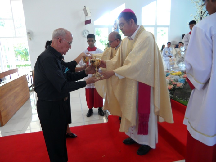 Bishop Silvio receives presents from members of the church council.