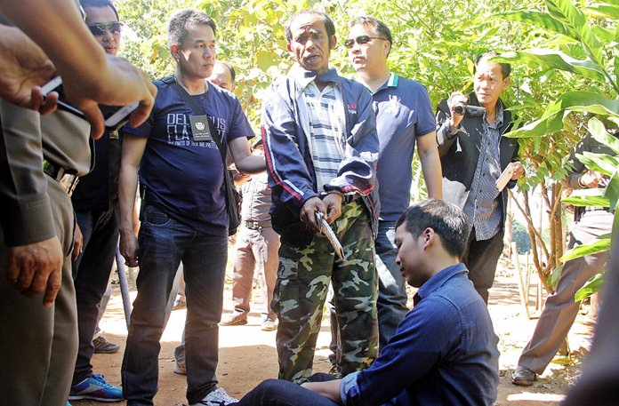 Pol. Col. Sarayuth Sanguanpokai, Acting for Commander of Chiang Mai Provincial Police and Pol. Col. Piyapong Pattarapongsin, Deputy Commander of Chiang Mai Provincial Police brought the suspect to the scene to re-enact the crime.