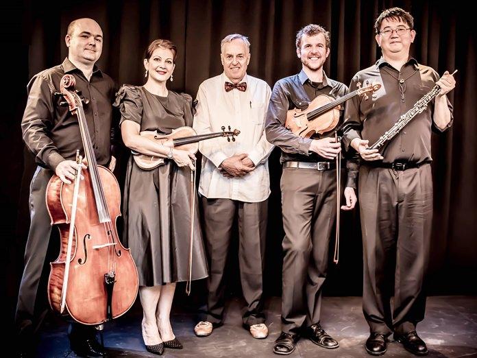 Salaya Quartet plus Ben (l-r) Marcin Szawelski, Inga Causa, Ben Hansen, Danny Keasler and Cooper Wright.