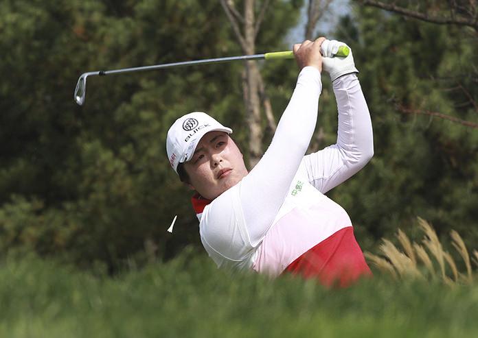 Shanshan Feng shoots 64 to take LPGA Tour lead in Japan