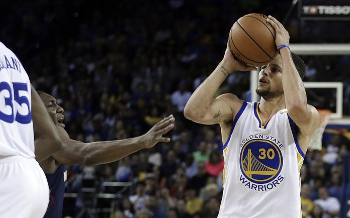 Golden State Warriors' Stephen Curry (30) shoots against the New Orleans Pelicans during the second half of their NBA basketball game Monday, Nov. 7, in Oakland, Calif. (AP Photo/Ben Margot)