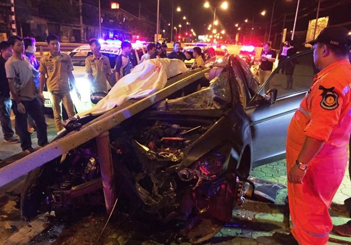 A thirty-five year old Nakhon Pathom man was killed in a high speed one car crash late at night at the Ruamchoke Tunnel.