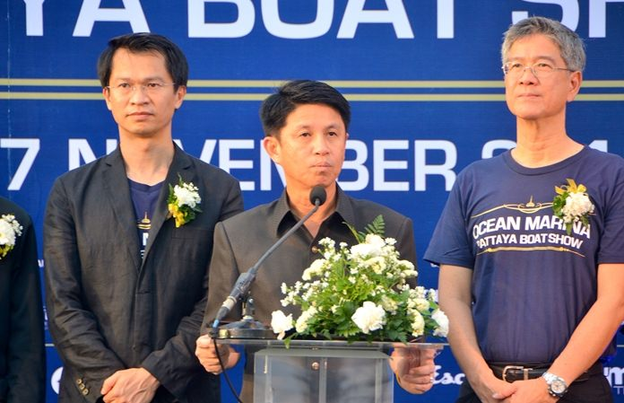 (L to R) Dr. Teerachai Phipisupol, managing director of Ocean Property Ltd., Chonburi Governor Pakarathorn Thienchai, Keerathi Assakul, director of Ocean Property Ltd., open the 5th Ocean Marina Boat Show 2016.