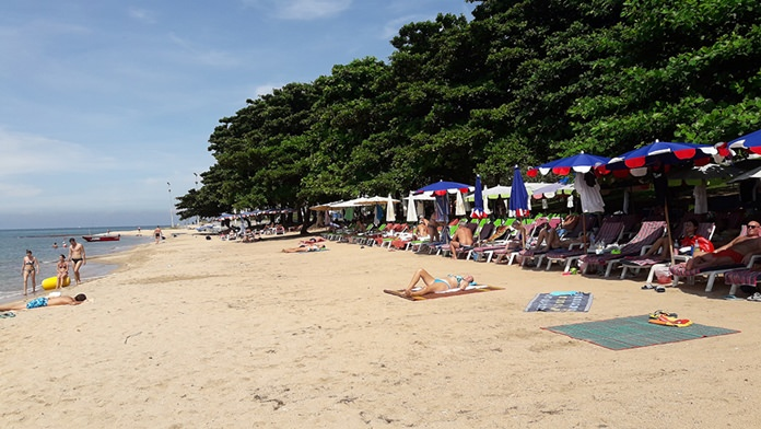 High season is dawning in Pattaya, with European tourists returning to Yim Yom Beach.