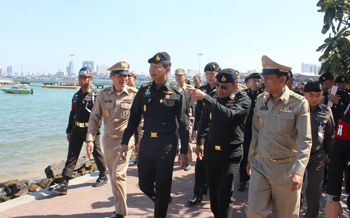 1st Army Region commander Lt. Gen. Aphiratch Kongsompong toured the South Pattaya jetty Nov. 30 with Chonburi Deputy Gov. Chawalit Saeng-Uthai and Pattaya Acting Mayor Chanapong Sriviset.