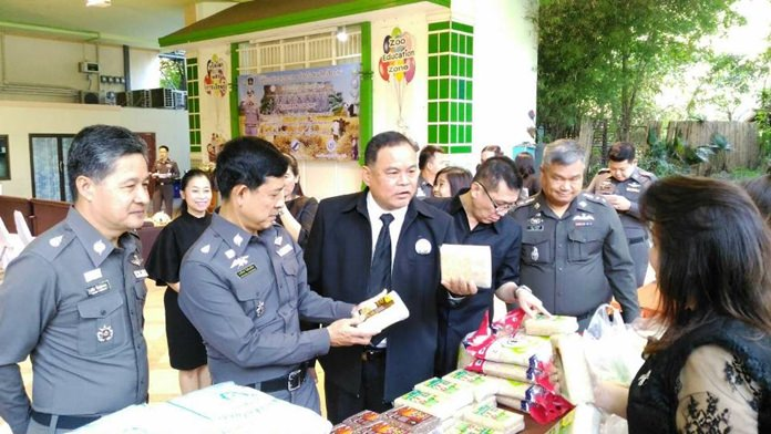 """Pol. Maj. Gen. Achawat Chotikasatiean, Acting Deputy Commissioner of Provincial Police Region 5, chaired the opening ceremony of the rice distribution center for Thai farmers under the """"Provincial Police Region 5 helps Thai Farmers"""" Project with Nipon Wichairat, Director of Chiang Mai Zoo and Advisors to Provincial Police Region 5 (Police Management Inspection) and representatives of San Pa Tong Agricultural Cooperative, Phrao Agricultural Cooperative, and Nikomphrao Agricultural Cooperative joining the ceremony at the Sophon Damnui Building at the Chiang Mai Zoo."""