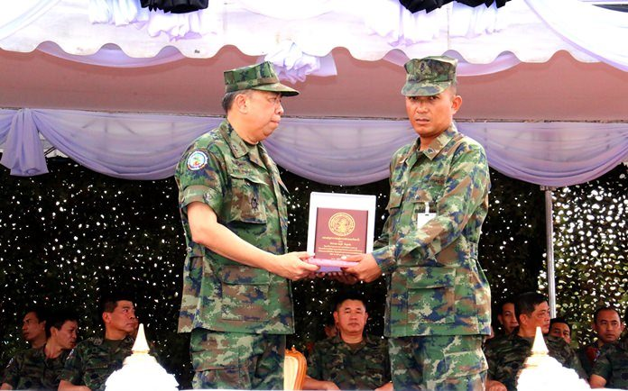 ACDC commander Rear Adm. Eakaraj Phomaumpak (left) awards Petty Officer 1st Class Thanaphum Pungsungnern (right) with a medal for bravery.