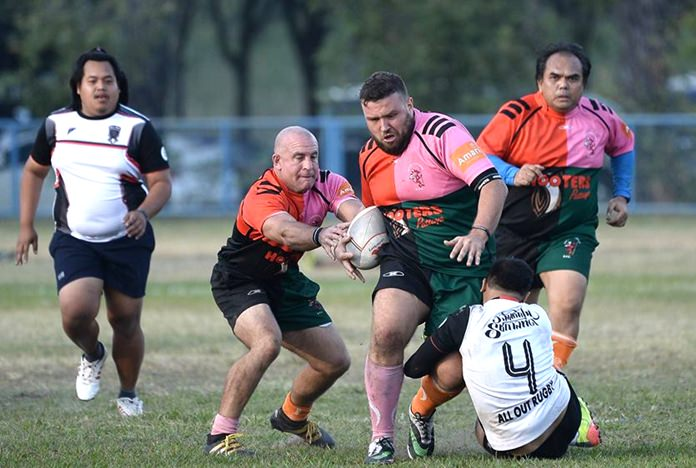 Pattaya Panthers charge downfield with ball against All Out on the first day of the Surin 10's rugby tournament at Rajamangala University, Saturday, Dec. 10. (Photo courtesy atSurin.net)