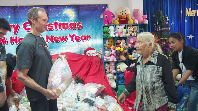 The parents were given food packages donated by the Pattaya International Ladies Club (PILC), and Women with a Mission (WWM).