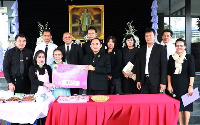 Nongprue officials came to the rescue of a poor sub-district family, donating 5,000 baht raised by the Women's Development Club.