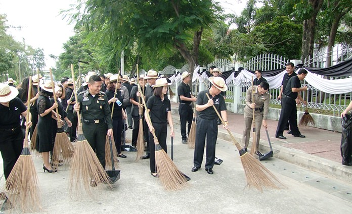 "Chonburi residents marked HM the late King's birthday by cleaning up streets and canals to ""do good"" in his name."