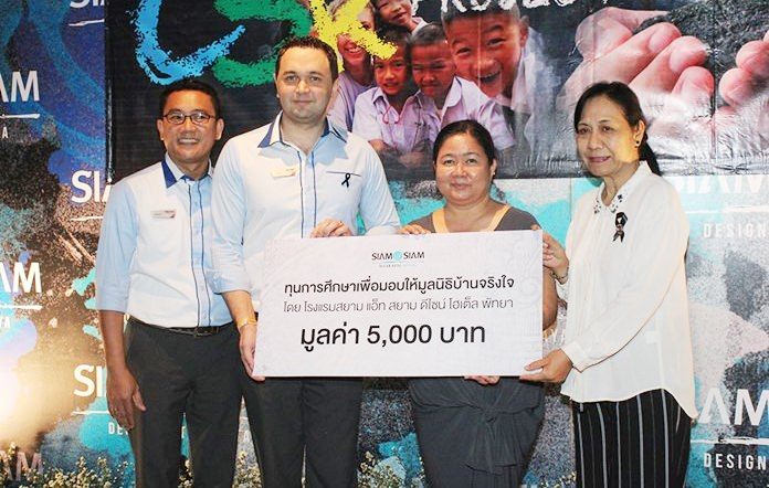 General Manager Dmitry Chernyshev and Adul Threechit from Siam@Siam donate 5,000 baht to Baan Jing Jai.