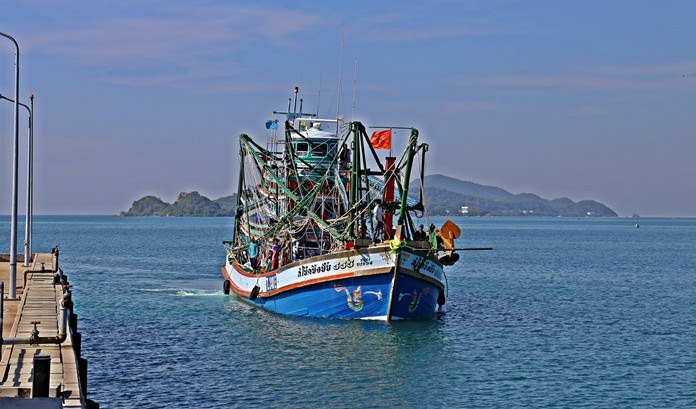 The Royal Thai Navy intercepted the S. Chokchingchai 555 on the western side of Samae San.
