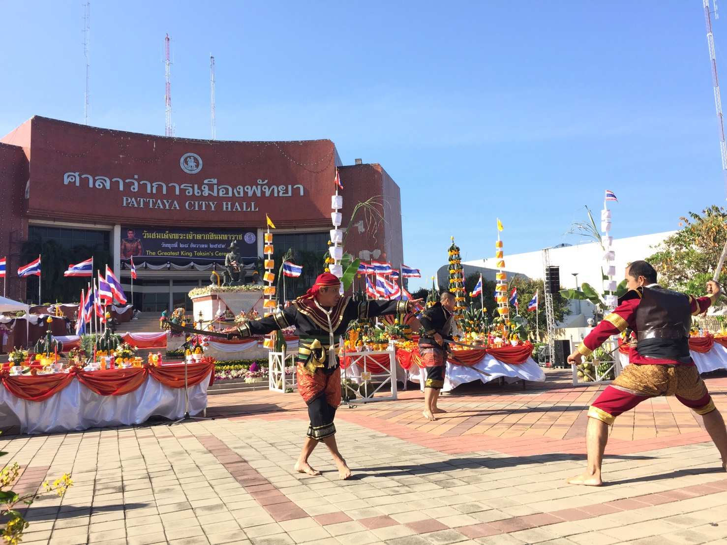 Celebrations of King Taksin Day included demonstrations of traditional Thai boxing, sword fighting, and more in front of the King Taksin monument at Pattaya City Hall.