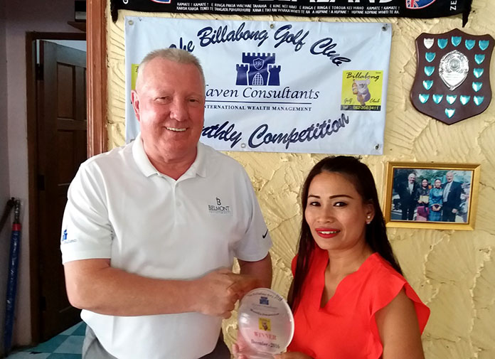 Brian Chapman (left) presents a monthly medal award to Miss Tan.