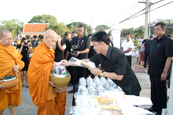 Chonburi Gov. Pakarathorn Thienchai leads residents in morning alms in the provincial capital.