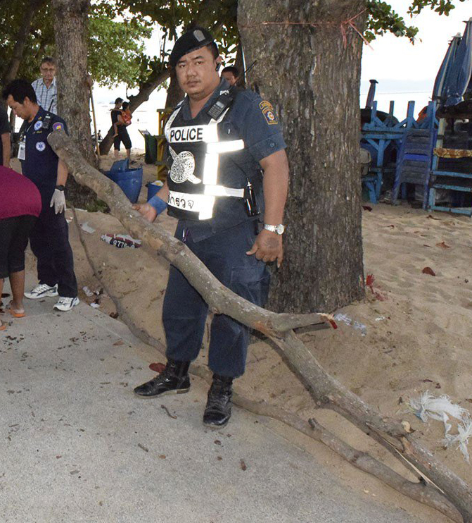90-year-old Giacomo Smedile was killed when he was struck in the head by this branch that fell from a tree in Jomtien Beach.