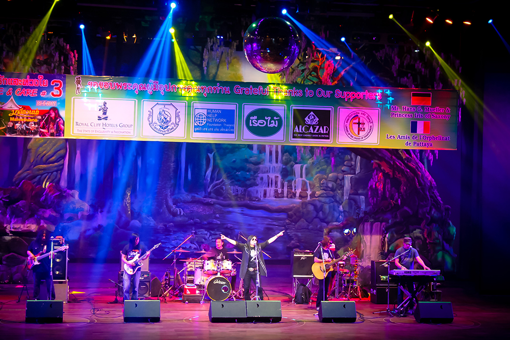 The Maleehuana Band, fronted by Professor Khatawuth Thongthai, looked like your typical hard rock band, but when the music started, the audience was stunned by the softness of the melodies they played.