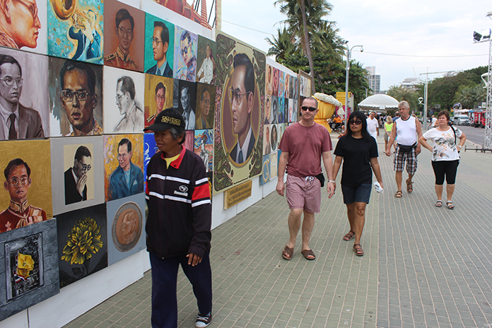 Pattaya Beach was transformed into a kilometer-long gallery when cultural and tourism officials staged the Pattaya International Art Festival.