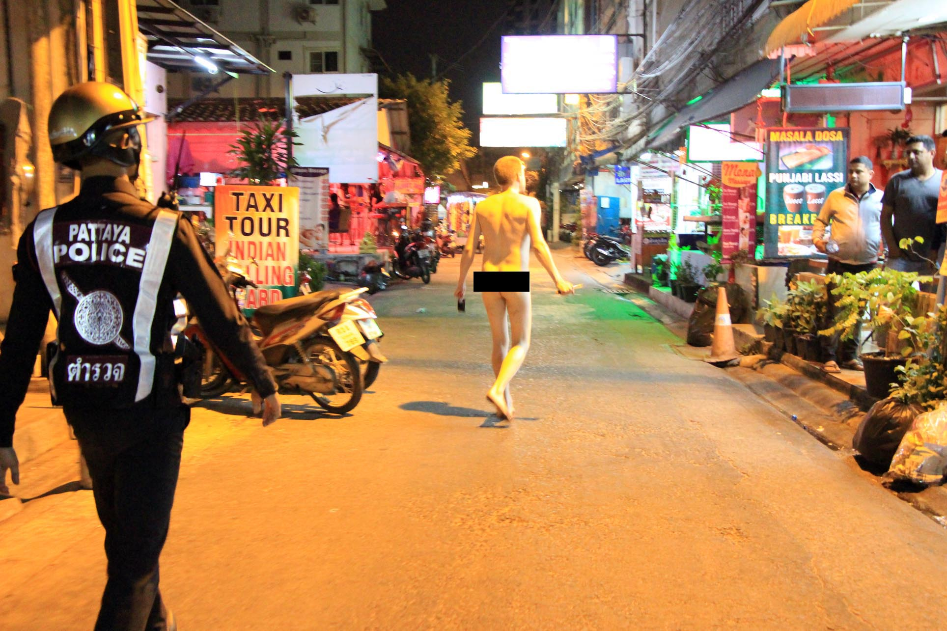 A naked foreigner armed with a knife was arrested for threatening people near a market in Central Pattaya. The reason for the strange behavior was not immediately known.