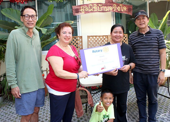 Dzenana Popin (2nd left), president of the Rotary Club Jomtien and past president Vuthikorn Kamolchote (far left), donated 50,000 baht to Surakij Kamolrath (right), chairman of the Ban Jing Jai Foundation, and Piangta Chumnoi (2nd right), the Foundation's director to help support the 70 some children under their care.