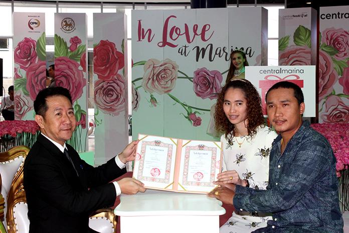 District Chief Naris Niramaiwong presides over marriage registration for various couples at Central Marina Pattaya.