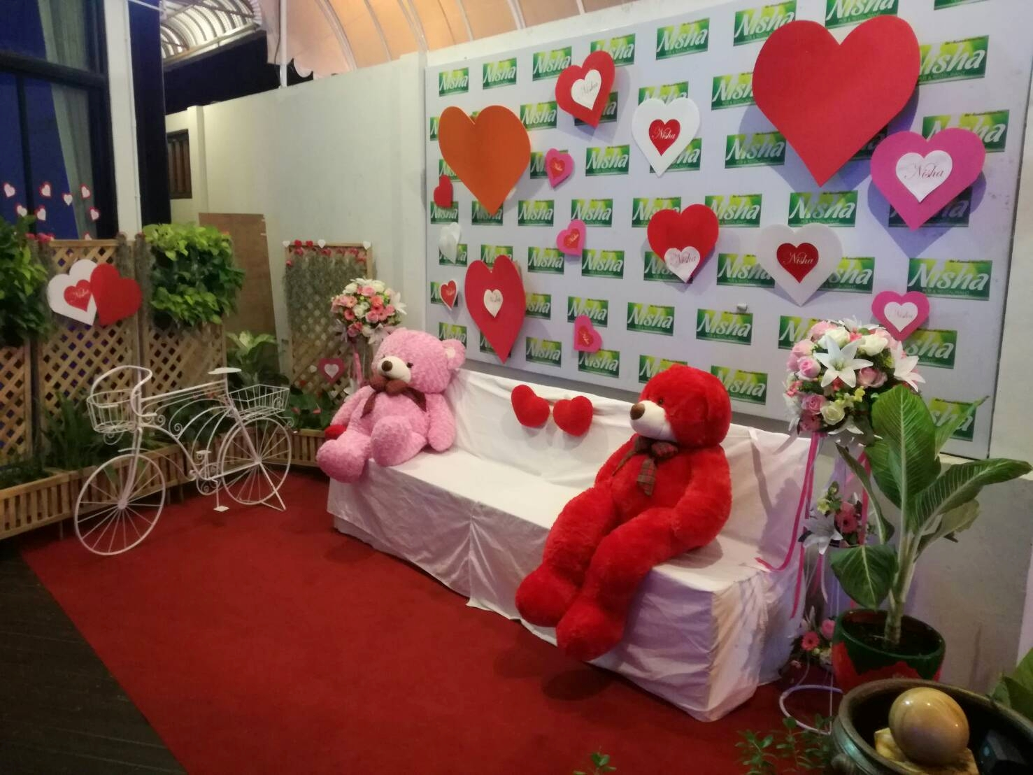Nisha Pub & Restaurant set up magical d้cor for love filled couples to take photos.