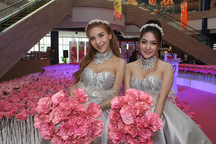 Central Marina set up their Season of Love event with over 10,000 roses.