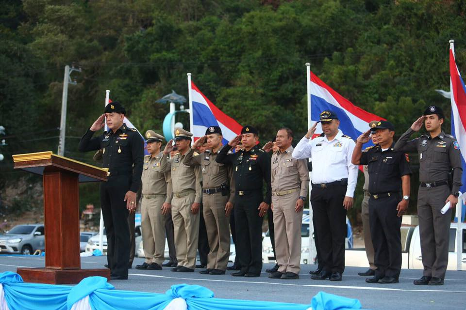 Maj. Gen. Yuthachai Tieanthong, commander of the 14th Military Circle, dispatched his army of police, city and district officials and soldiers to the beachfront to end speedboat operators using Pattaya Beach to take on or disembark passengers.