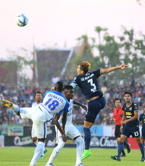 Pattaya United's captain Lee Won-young (3) challenges for the ball with Chonburi FC defender Fodé Diakité (18) during their Thai Premier League game at the Nongprue Stadium in Pattaya, Sunday, Feb. 19. (Photo courtesy Pattaya United FC)