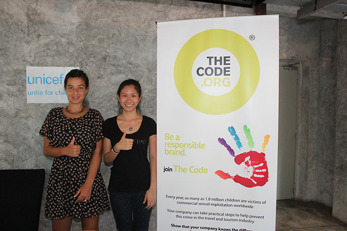 Jessica Tradati (left), program assistant with The Code.org and a freelance journalist based in Bangkok, with Orasa Thurasukarn (right), Program Assistant of The Code.org give the seminar a thumbs up.