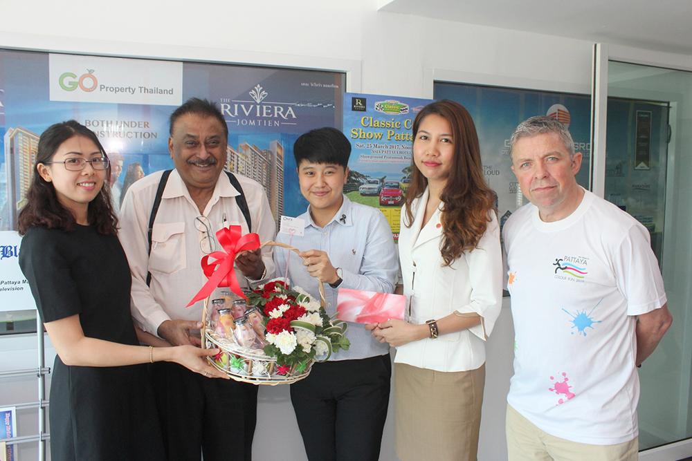 Amari Pattaya representatives present a gift to Peter.