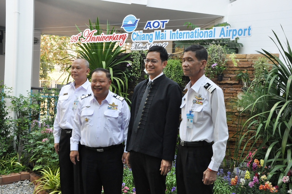 PIC Director of Chiang Mai International Airport Flt. Lt. Wisut Jantana is joined by Chiang Mai Governor Pawin Chamniprasart and airport officials to announce the plans for a parking structure at the Chiang Mai International Airport.
