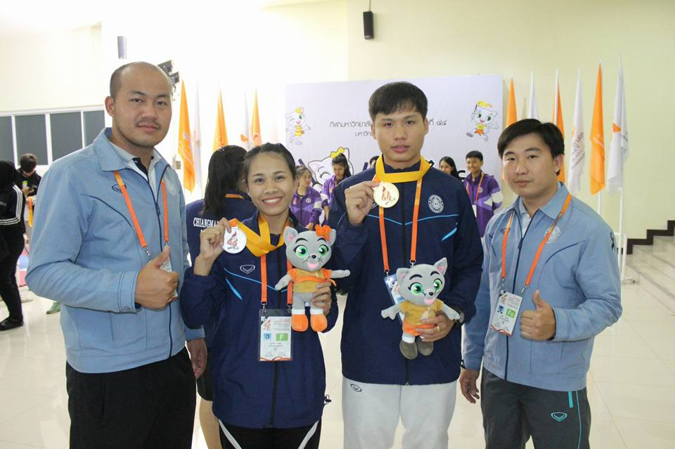 Kowit Sutthakul (2nd from right) from Chiang Mai Rajabhat University took home the gold in fencing while Suparat Promsum (2nd from left) from Chiang Mai Rajabhat University took home the silver in the 44th Thailand University Games.