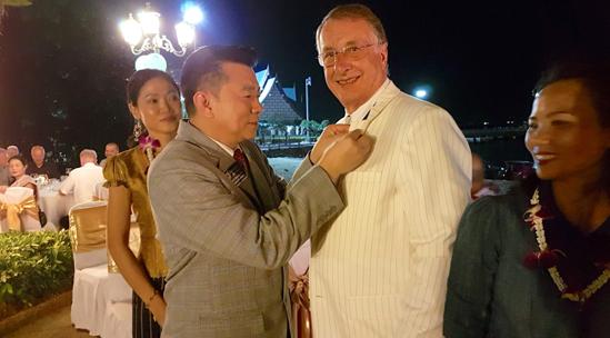 District Governor Eknarong Kongpan awards PP Carl Dyson with a Paul Harris pin.