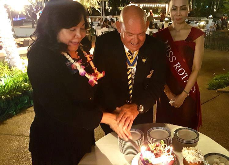 Rotary International Director Saowalak Rattanavich and President Rodney Charman cut the ceremonial birthday cake to celebrate Rotary's 112th birthday.
