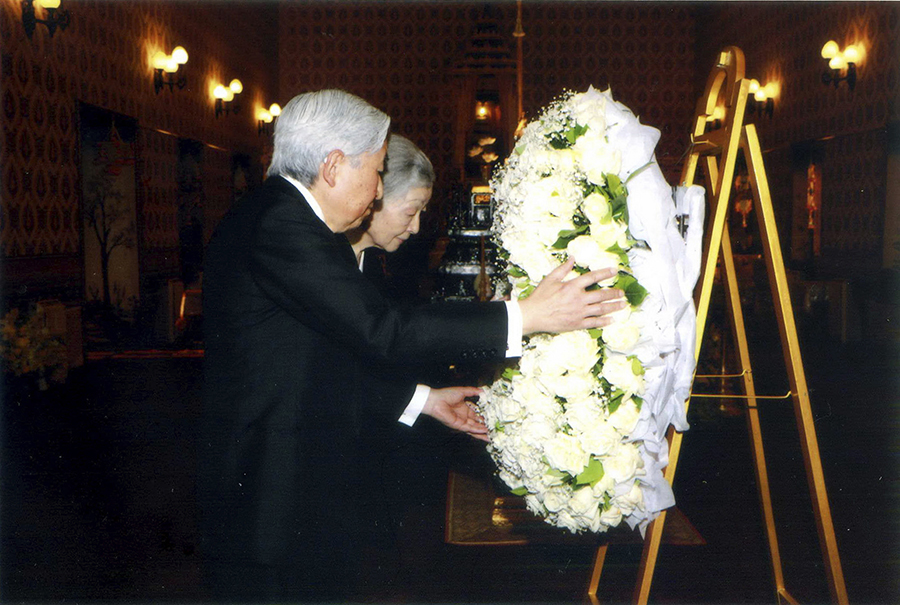 In this photo release by Bureau of the Royal Household, Japan's Emperor Akihito (left) and Empress Michiko (right) lay a wreath for the HM late King Bhumibol Adulyadej, in Bangkok, Sunday, March 5, 2017. (Bureau of the Royal Household via AP)