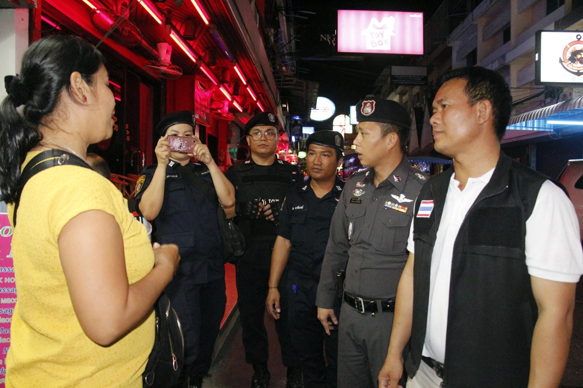 Police raid Soi 6, find nothing amiss - Pattaya Mail