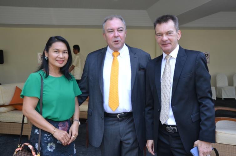 Ploy and Rene Pisters (centre) GM of the Thai Garden Resort congratulate Rudolf Hofer.