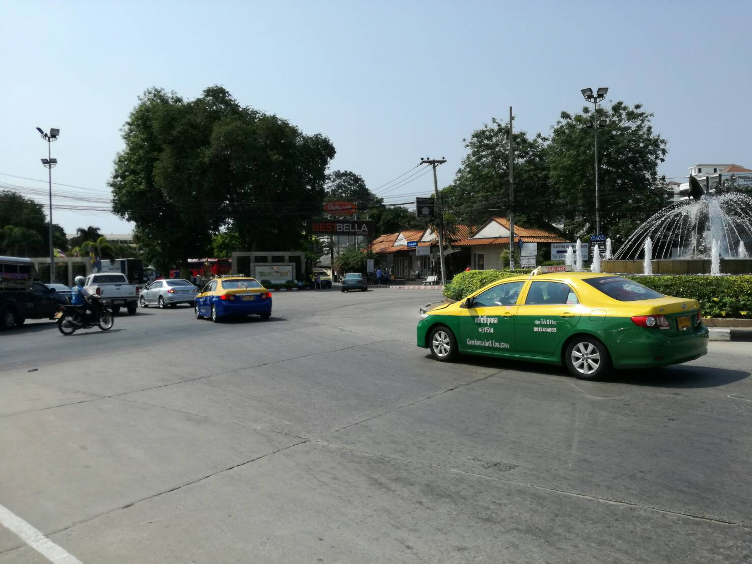 In a compact city rife with 10-baht songthaews and convenient motorcycles, drivers of metered taxis say they can't make a living by charging legal rates.
