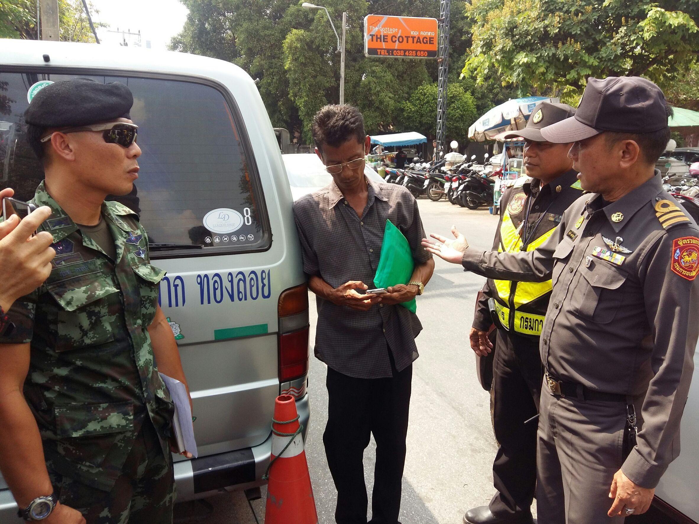 Two men were arrested for allegedly operating illegal van-transport services from North Pattaya.
