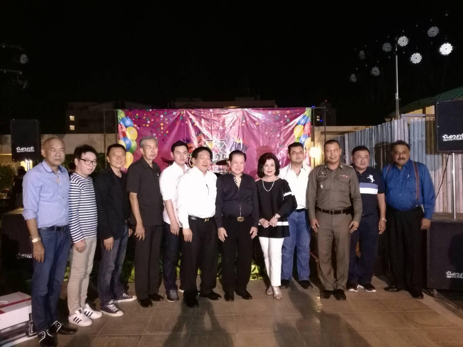 Guests of honour (l-r) Yuparaj Wongdaokul, secretary of the Buddha Amulet Club of Pattaya, Rattanachai Sutidechanai, former chairman of the Pattaya City Culture and Tourism Council, Niran Wattanasartsathorn, former mayor of Pattaya, Saksit Yaemsri, Pattaya city councilor, Rattakij Hengtrakul, managing director of Sopon Cable TV, Chanyut Hengtrakul, president of the Thai Tenpin Bowling Association, former MP Santsak and Kobkool Ngampiches, Krit Jiramongkol, VP of the Pattaya Business and Tourism Association, Pol. Col. Apichai Kroppech, Pattaya police chief, Chartchai Sawaenghasup, advisor to the World Gems Group, and Pratheep Malhotra, MD of Pattaya Mail.