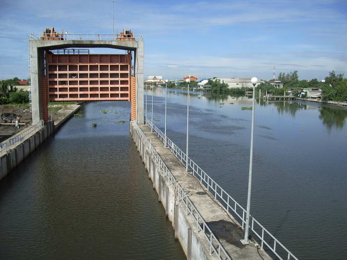 """Thailand News 21-03-17 4 NNT Khlong Mahachai """"Kaem Ling"""" to be dredged to store more water 1JPG"""