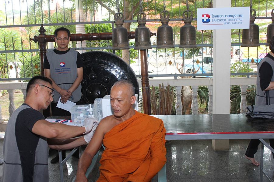 "Bangkok Hospital Pattaya wrapped up its ""do good for Dad"" temple campaign to honor HM the late King by providing flu shots to monks and cleaning up Nongyai Temple."