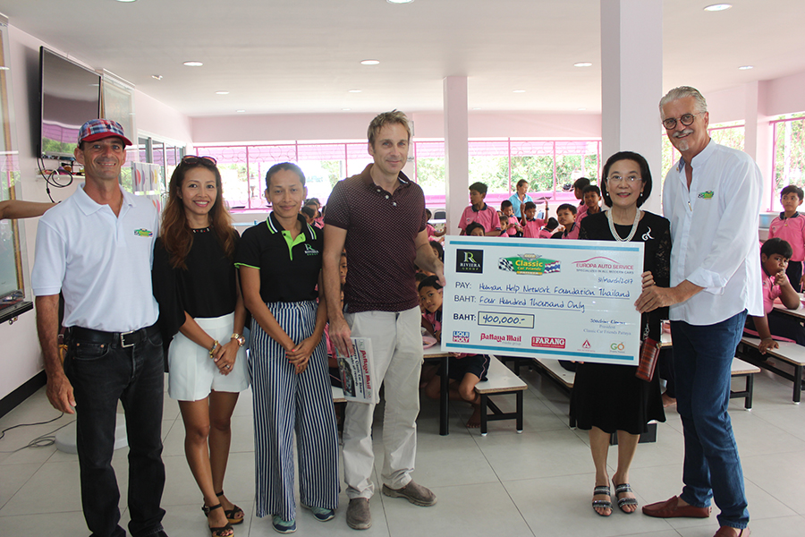 (l to r) Martin and Achara Koller, Sukanya and Winston Gale, and Jo Klemm present Radchada Chomjinda with a cheque for 400,000 baht.
