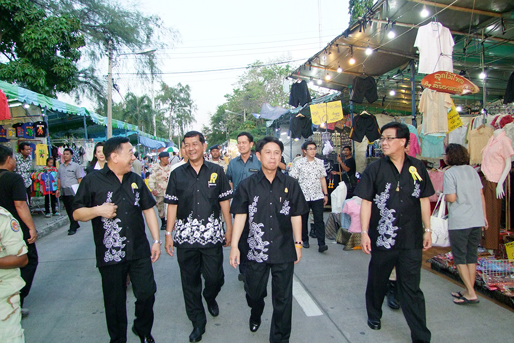 Chonburi Governor Pakarathorn Thienchai (2nd right) and his team lead a parade through the city side streets.